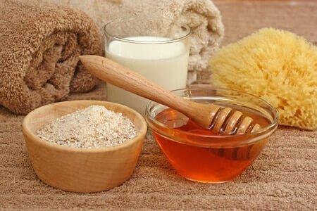 DIY Gesichtsmaske mit Honig für eine makellose Haut