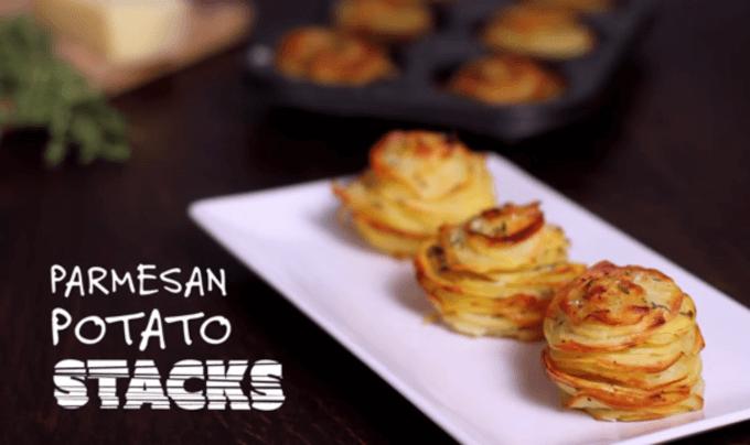 Sie brät Kartoffeln in zwei Muffinblechen, das Ergebnis schmeckt himmlisch