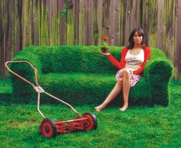 DIY Garten gestalten - Deko Ideen - Couch mit Rasen