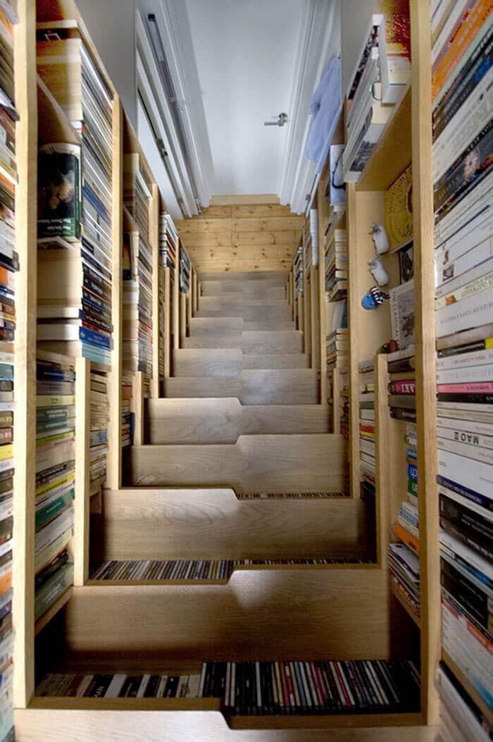 Treppe zum Bücherregal gestalten - DIY Regal