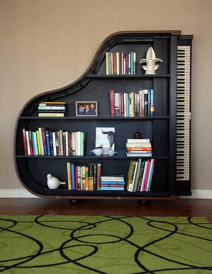 Klavier als Bücherregal nutzen - DIY Wohnidee zum selber machen