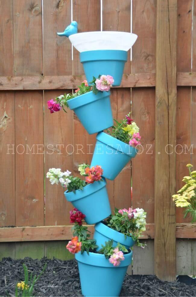 Blumentöpfe kreativ für die Gartendeko verwenden