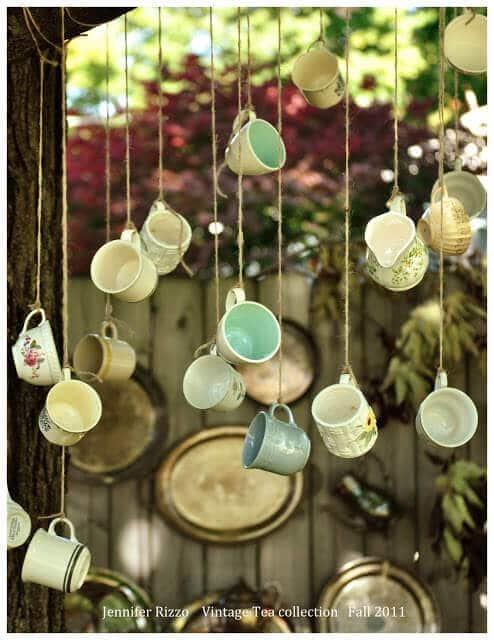 Garten mit Teetassen dekorieren - Süße Vintage-Deko für den Garten