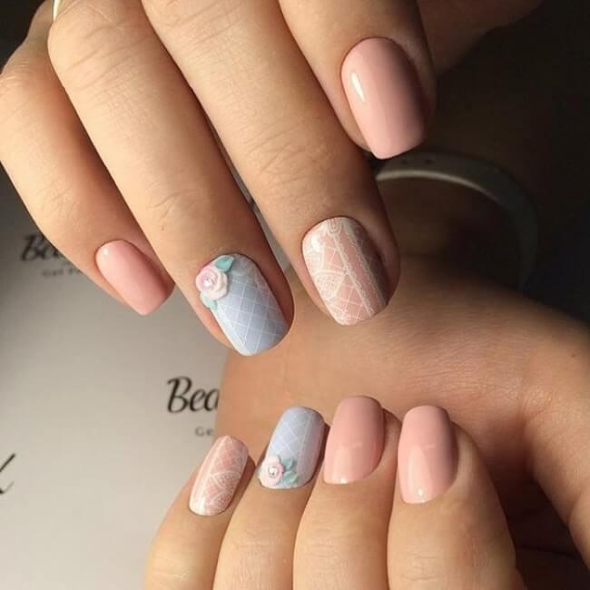 matte Nägel mit Spitze und Blumen- Naildesign