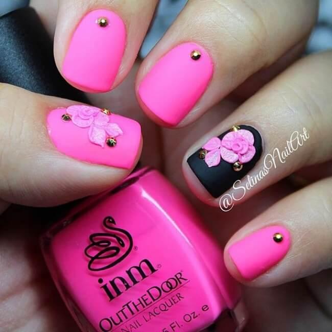 elegante Pink-Schwarze Nägel mit Rosen