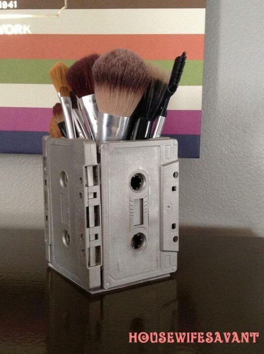 DIY Makeupzubehör-Behälter aus Kassetten selber basteln