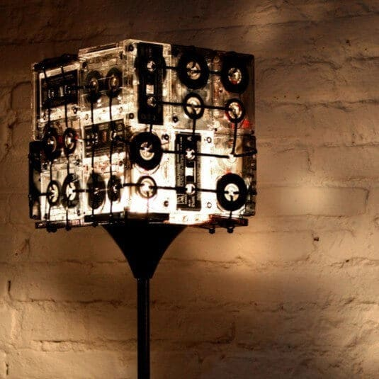DIY Lampe aus Kassetten bauen - Stehlampe selber machen