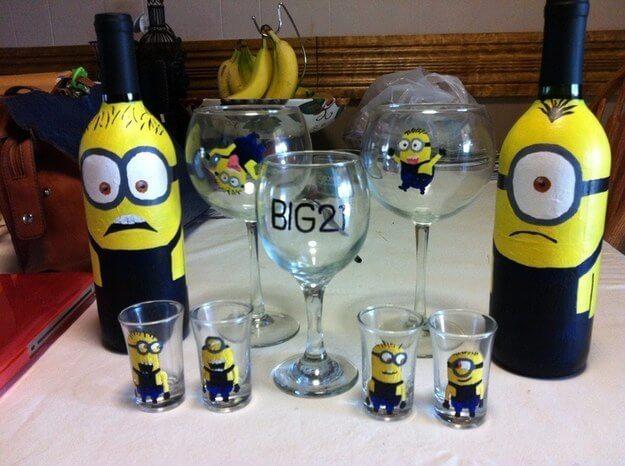 Gläser und Flaschen in Minion-Design gestalten