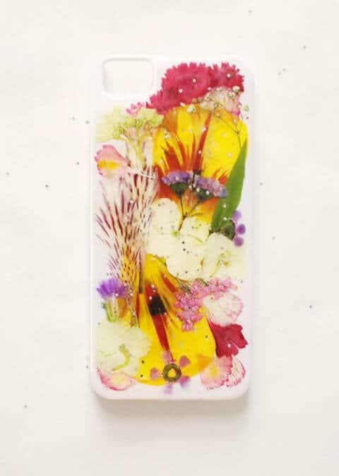Handyhülle selber basteln-Lieblingsblumen verwenden-Bastel Ideen für den Alltag