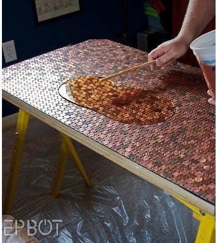 Tisch mit Münzen verzieren - DIY Wohndeko mit Kupfer-Look