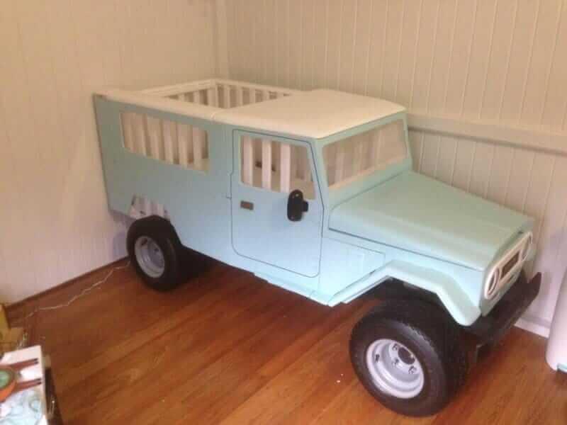 Holzauto für das Kinderzimmer bauen