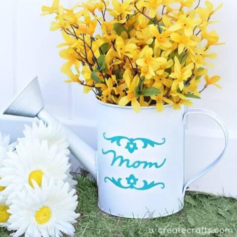 DIY Vase aus einer Gießkanne - schöne selbst gemachte Geschenke