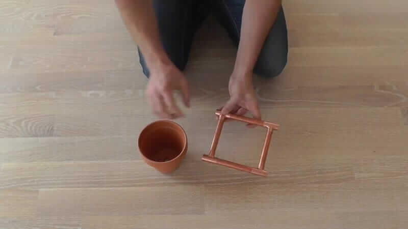 DIY Bastelidee mit Kupferrohre-zu einem Viereck zusammenbauen