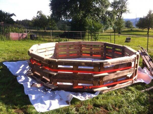 Pool aus Europaletten selber bauen