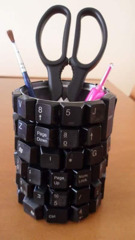 Aufbewahrungsgegenstände mit Tastaturknöpfen aufpeppen - kreative Wohndeko