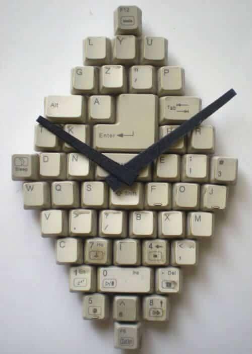 selbst gemachte Uhr - Geschenke für Computerfreaks basteln