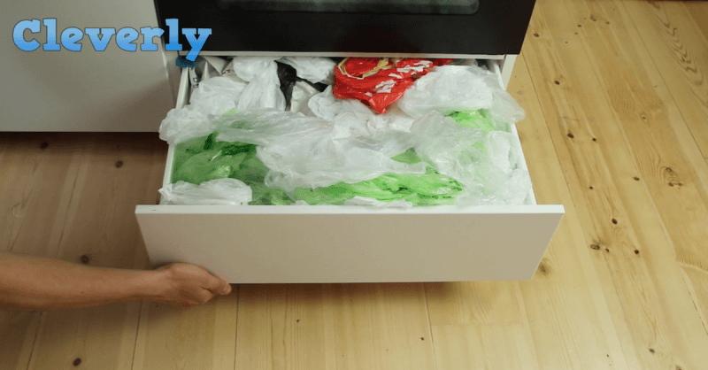 mit diesem einfachen trick ordnest du deine plastikt ten. Black Bedroom Furniture Sets. Home Design Ideas
