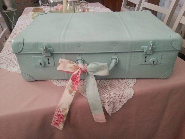Koffer renovieren-alten Koffer im Shabby Chic Look erstrahlen lassen-DIY-Dekoidee