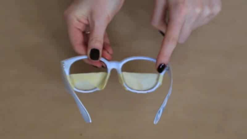 Sonnenbrillengläser mit Farbe versehen