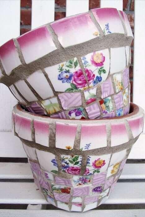 DIY-Dekoidee-Blumentopf mit Mosaik dekorieren-gebrochenes Porzellan wiederverwenden