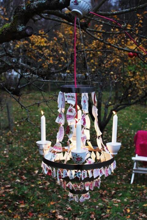 DIY Dekoidee-Kronleuchter mit gebrochenen Porzellan-Scherben dekorieren-Gartendeko mit Mosaik