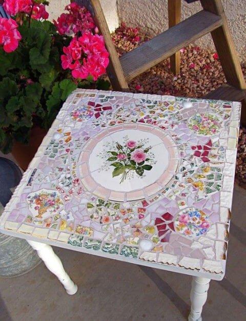 DIY Dekoidee-Gartentisch mit Modaik verzieren-Gartendeko