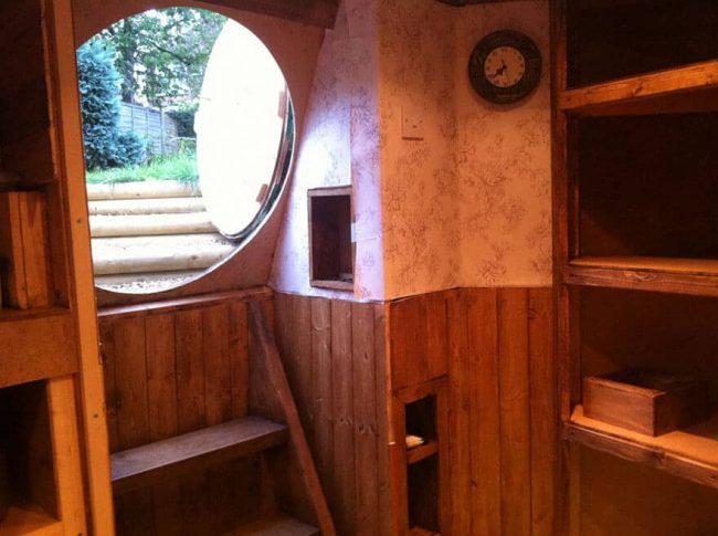 modernes Interieur des Hobbit Hauses