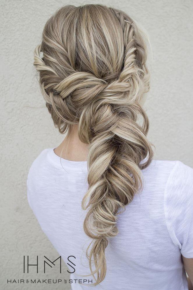 Wunderschöne Flechtfrisur-Zopf flechten-Blonde Haare mit dunklen Highlights-Hochzeitsfrisur