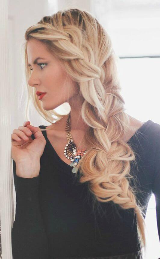 Wunderschöne Flechtfrisur-Zopf flechten-Haartrend für lange Haare-Blond