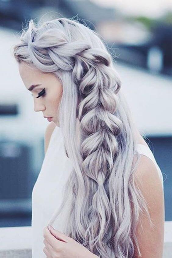 Wunderschöne Flechtfrisur-Zopf flechten-Grau Haartrend