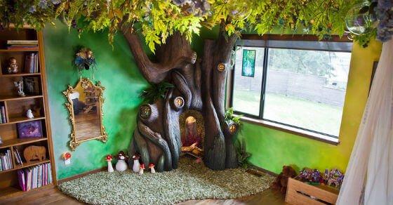 Dieses kleine Mädchen hat ein Schlafzimmer komplett in Märchen Stil