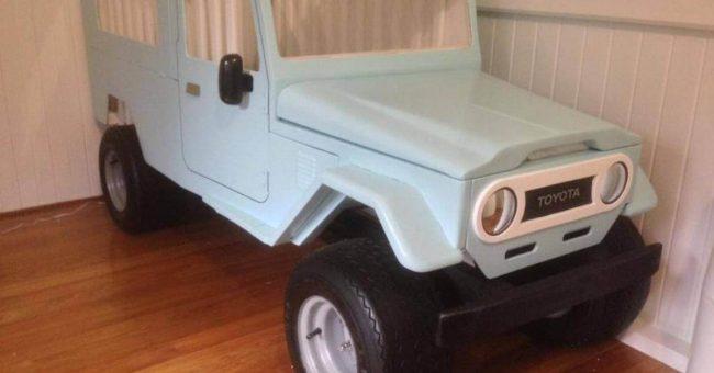 Kinderbett auto  Dieses Kinderbett sieht aus wie ein Auto und birgt ein Geheimnis.