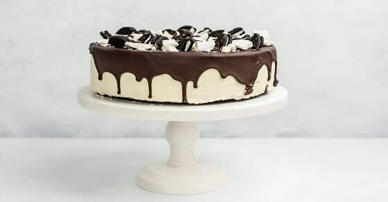 Du kannst diese Geburtstagstorte im Handumdrehen ohne backen vorbereiten - Oreo Torte
