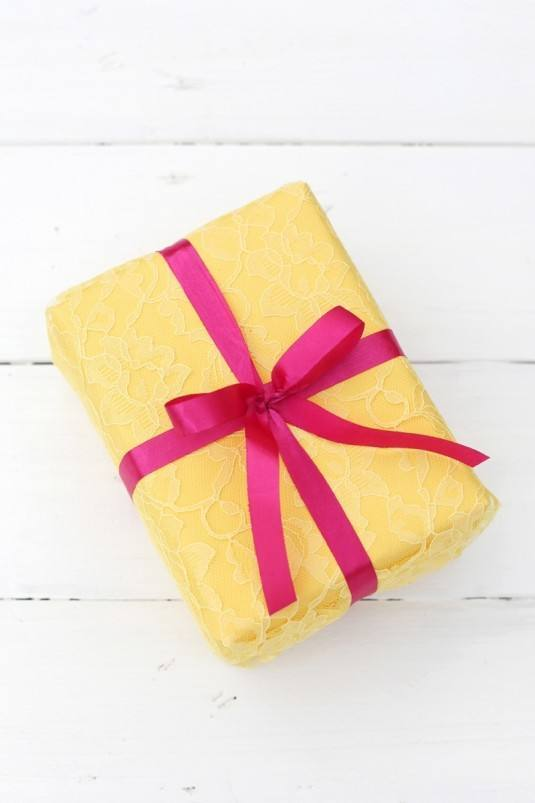 Geschenke mit Spitze verpacken - DIY Idee - Geschenke selber machen