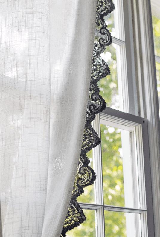 Einfache Vorhänge mit Spitze verzieren - DIY Wohndeko Ideen