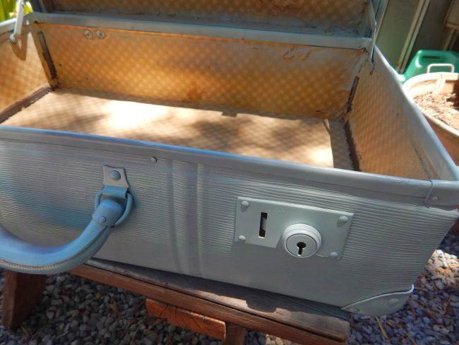 DIY Bastelidee mit einem alten Rollkoffer-Shabby Chic Design