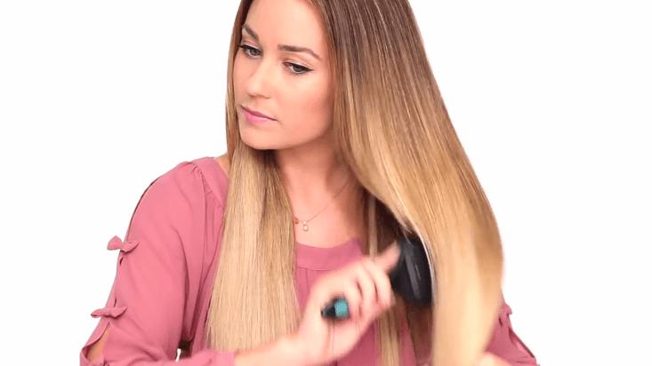 Erstens Haare kämmen, damit der perfekte franzözischer Zopf entsteht