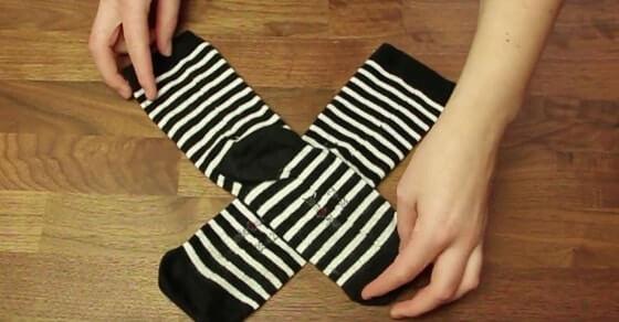 Solltest du wieder Socken kaufen, lies hier wie du sie richtig faltest.