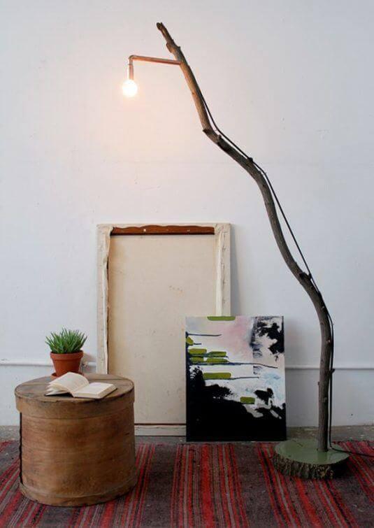 Zweig für stylische Stehlampe nutzen - Naturdeko