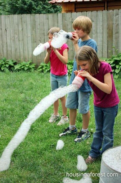 Seifenblasenbläser selber basteln - lustige Ideen mit Kindern