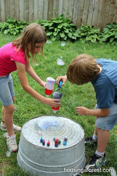 Bastelideen im Sommer - bunte Seifenblasen machen