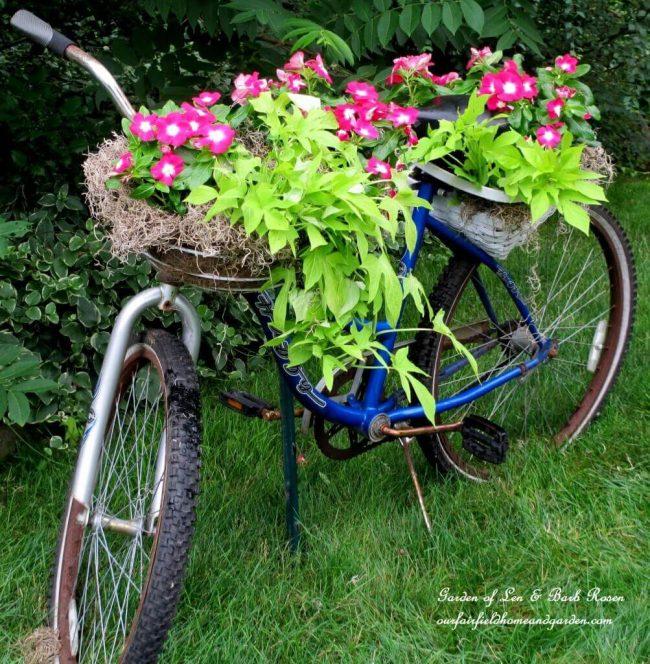 Fahrrad als Blumentopf gestalten-DIY Gartendeko-Ideen-Gartengestaltung