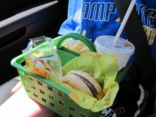 Essen im Auto aufbewahren - DIY Ideen für Reisen