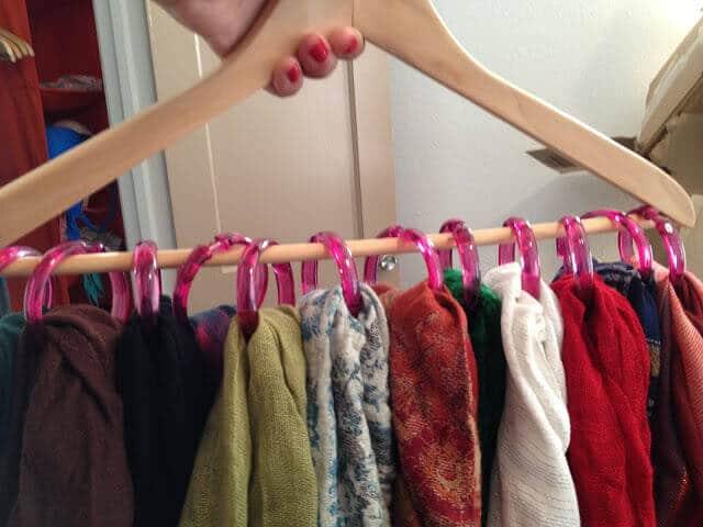 Schals und Tücher organisieren - Ideen mit Kleiderhaken - Life Hacks