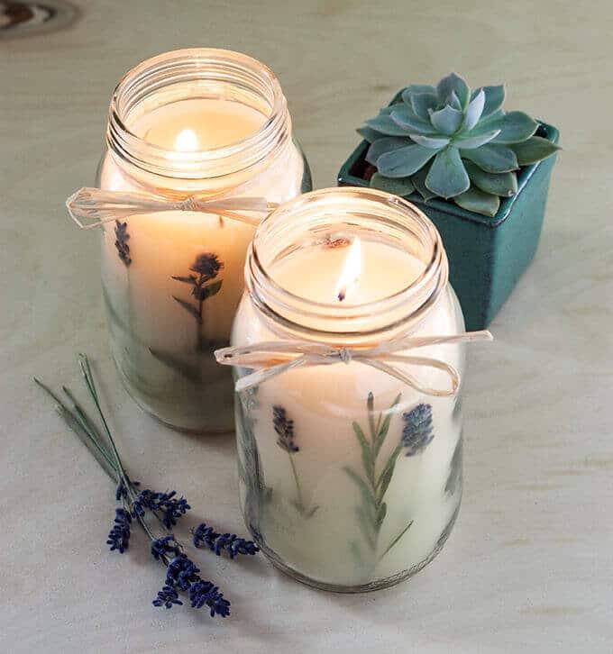 getrocknete, gepresste Blumen - Kerzendeko selber machen