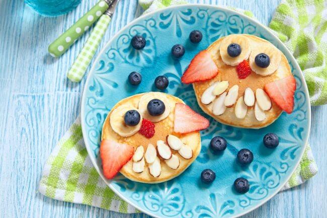 Eierkuchen dekorieren für Kinder - süße Eulen-Dessert