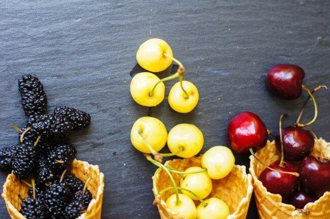 Früchte mit Eiswaffeln