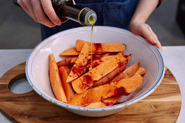 Süßkartoffel mit Olivenöl verfeinern - gesunde Ernährung