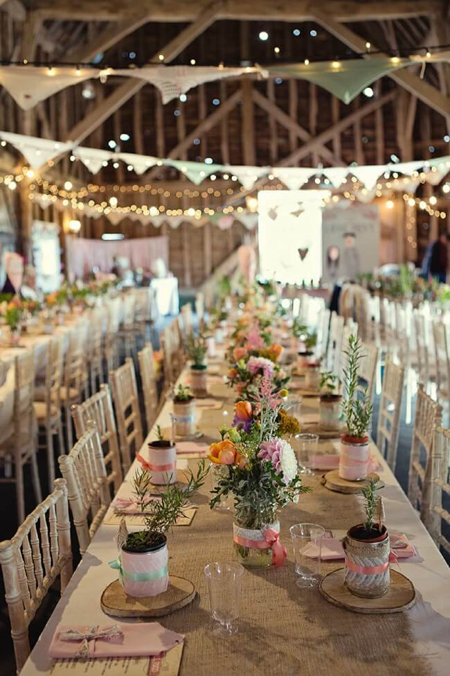 Hochzeitsdekoration-Idee in der Schneune-Bauernhochzeit