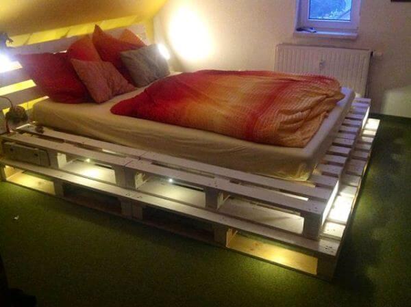Doppelbett - Schlafzimmer-Deko selber machen mit Stimmungslicht